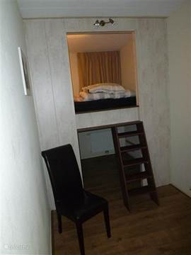 Slaapkamer met gezellige 2 persoons bedstee