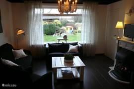 woonkamer met uitzicht op de eigen tuin