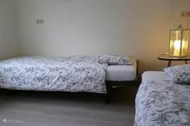 slaapkamer begane vloer met 2 x bed 210cm lang