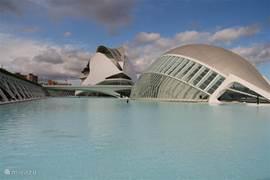 moderne architectuur  Als je van moderne architectuur houdt is het een aanrader om hier heen te gaan. Dit is te vinden in Valencia