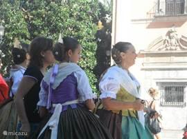Bevrijdingsfeest van Valencia 9 oktober. Diverse dansgroepen in klederdracht, vuurwerk en een optocht door het centrum van Valencia.