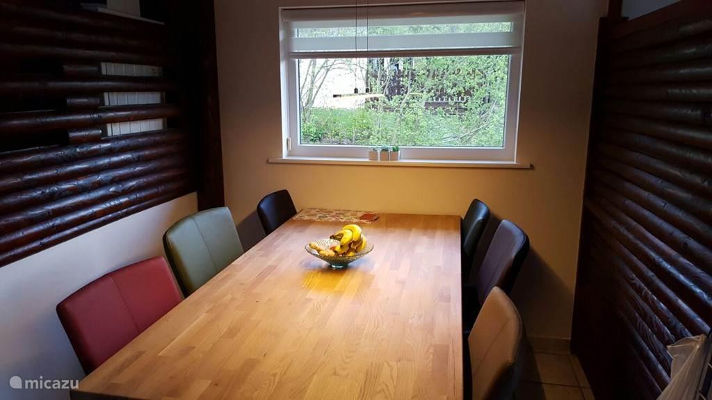 De eetkamer is ook geheel vernieuwd.