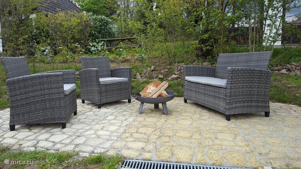 Nieuwe loungeset op het vorig jaar ingerichte extra terras