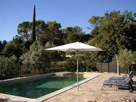 10x5 meter swimming pool, adjacent shallow area of ??2x3 where small children can bath, terrace, shower, 4 loungers. parasol.