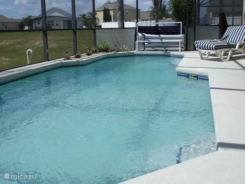 Het zwembad, lekker groot.