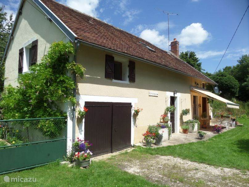 Vacation rental France, Burgundy, Mouvent Holiday house La Marquise