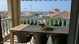Vanuit het balkon heb je een prachtig uitzicht over de omgeving.