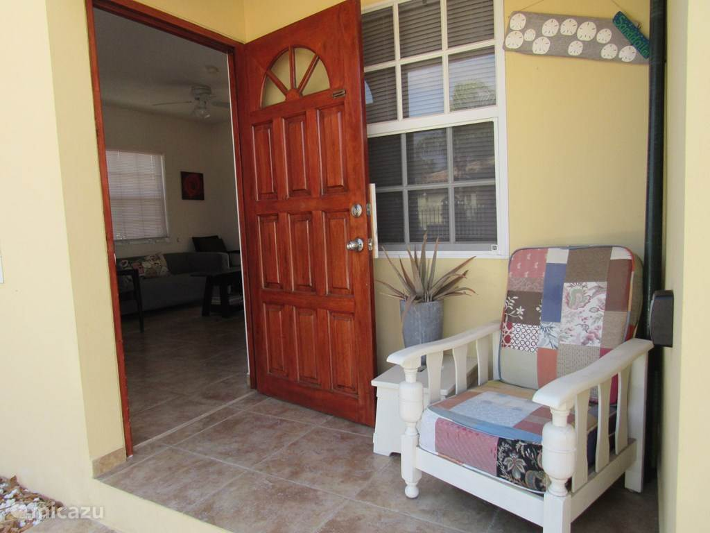 Gepflegte 1 Schlafzimmer mit 2 Einzelbetten und Klimaanlage.