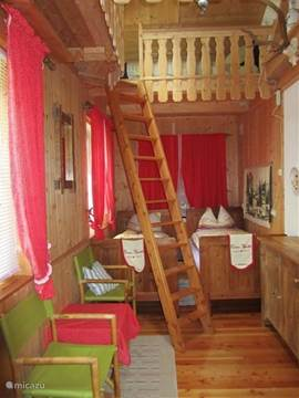 Hüttenromantik in slaapkamer op gelijkvloers