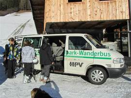 what a service, call a day in advance to the service of the ski and you will be picked up at home once a day and returned.