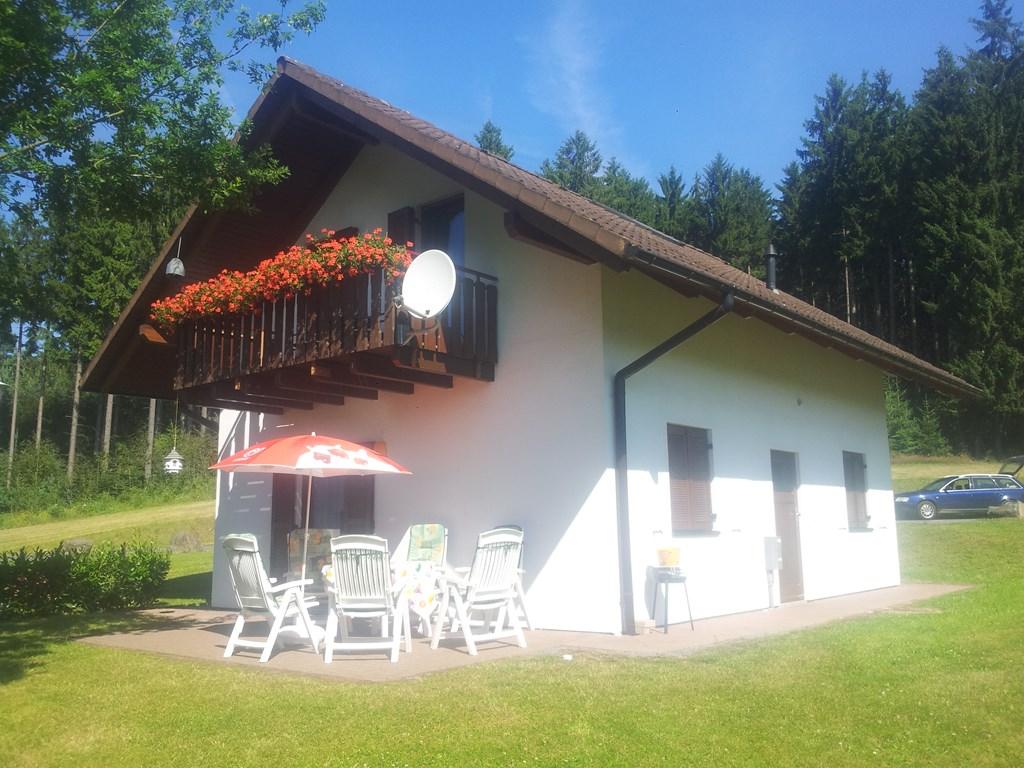 Boek nu uw zomervakantie!  Tot 1 juni geven wij u 300 euro korting op een verblijf van 14 dagen! uw ouders mee? ons huis is geschikt tot 8 personen.