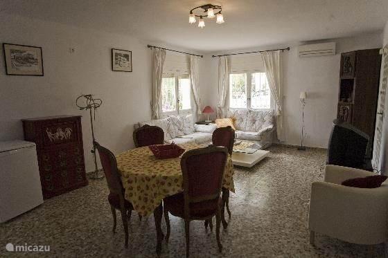 woonkamer appartement beneden