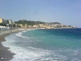 The famous Baie des Anges, where you can sunbathe and swim. However, beach shoes, mainly because there keizenstrand, Small portion is sandy. In villefrache is a nice sandy beach. Bus trip to it is short and costs 1 euro p.p.