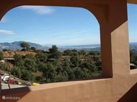 Uitzicht vanaf de zijkant van het terras