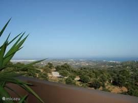 Uitzicht over de heuvels en op de Middellandse Zee