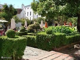 Plaza de Naranja in Marbella met ....