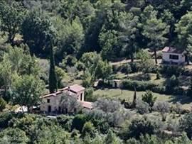 Villa met hoger gelegen Cabanon.