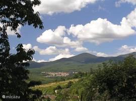 Santa Fiora en de Monte Amiata vanaf Podere di Maggio