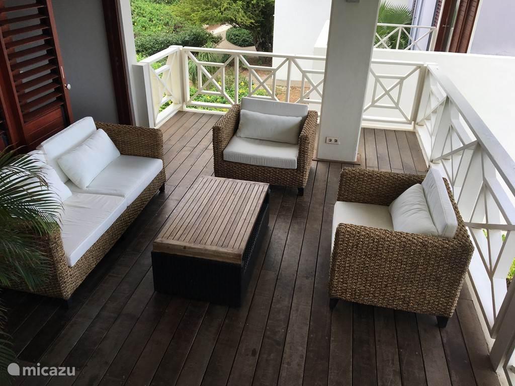 Nieuwe exclusieve loungeset op de veranda (mei 2017).
