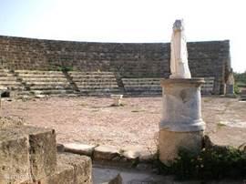 Salamis gold ooit in de klassieke oudheid als de grootste en rijkste stad van het eiland. Het theater, gymnasium en andere bouwwerken uit de Romeinse tijd zijn prima bewaard gebleven en geven u een goede kijk op de bouwkunst uit voorbije eeuwen!