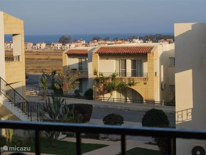 Uitzicht vanaf het terras aan de voorzijde.