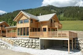Ons ruime huis met groot terras en veranda