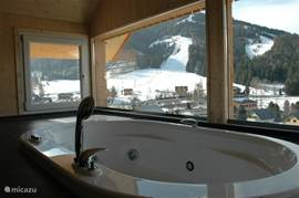 Day do not feel like skiing? Then the hot tub overlooking the mountains where you come to rest.