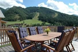Heerlijk genieten op het terras. De Weber BBQ staat voor u klaar.