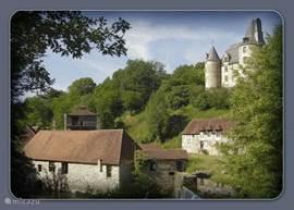 Op ca. 15 km van het landgoed La Maison Neuve bevindt zich het enorme kasteel van Hautefort.