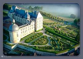 Especially in the summer it is a must this castle with its beautiful gardens.