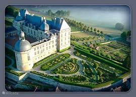 Zeker in de zomermaanden is het een aanrader dit kasteel met haar prachtige tuinen te bezoeken.