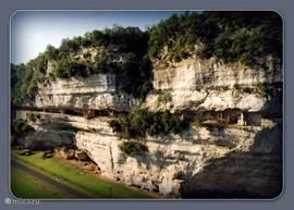 U kunt hier genieten van de prachtige uitzichten, van de stilte, van de loslopende reeën, damherten en moeflons.
