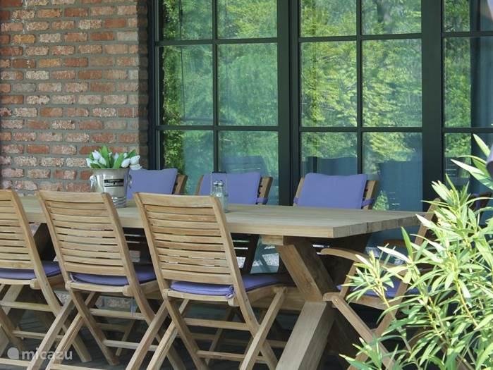 Heerlijke tafel met 8 stoelen
