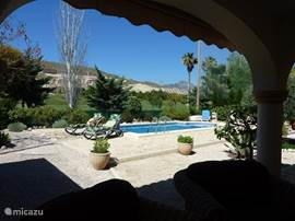 Uitzicht vanuit het terras bij de woonkamer