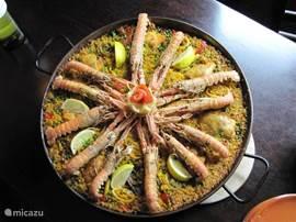 Restaurant Domingo op Strand van San Juan heeft een uitgebreide kaart. Onze favoriet is Paella met Sangria menu vanaf € 12 Voor- hoofd- en nagerecht... Geweldig
