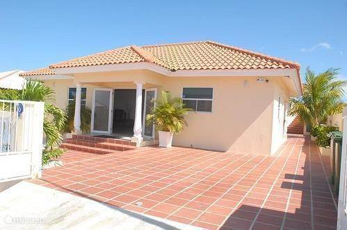 Vacation rental Curacao, Banda Abou (West), Grote Berg holiday house Villa Paulina Curacao