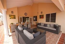 The outdoor area is large and offers lots of fun! The house was built in bungalow style, that is all on the ground floor. It is a typical Antillean house with front and back porch (veranda), immediately after the door a large lounge, kitchen, utility room, 4 bedrooms and 2 bathrooms.