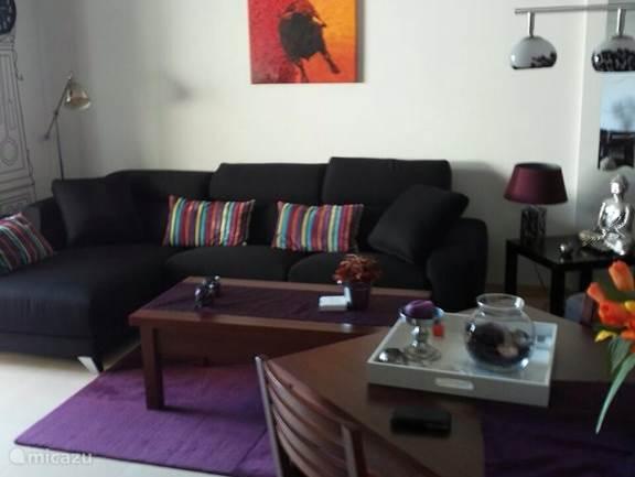 De gezellige ruime woonkamer