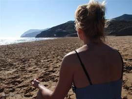 Even tot je zelf komen aan het mooie strand in het natuurpark Calblanque! Zen ....