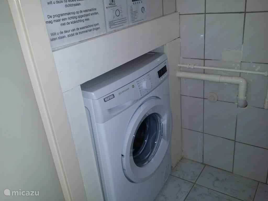 Wasmachine ingebouwd in de kast van het tweede toilet