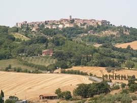 Dorp Casole d'Elsa, waarop u uitkijkt vanaf de fattoria