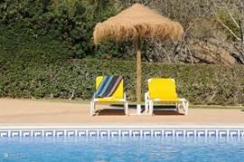 Ralaxen aan het zwembad.....