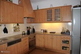 Ruime volledige uitgeruste keuken