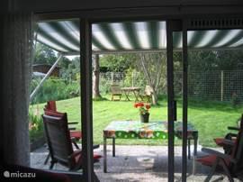Zonneschermpje...tuin...lekker genieten
