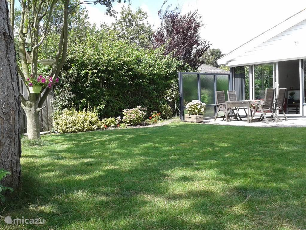 Stukje tuin.. de zon is fijn :)