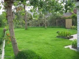 De heerlijke zonnige tuin op het zuiden met veel privacy.