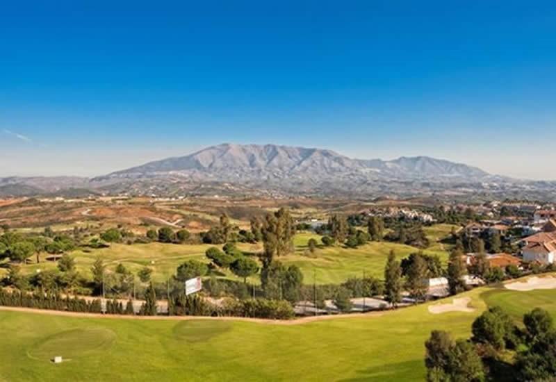 Heerlijke ruime familie-villa met vrij uitzicht in Mijas Costa nu lastminute met 15% korting!