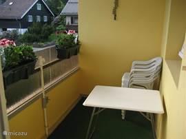 Op het balkon kunt u heerlijk uitrusten na een dag in de natuur.
