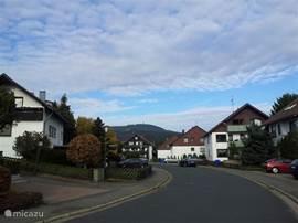 De Wurmberg is overal vanuit de straat mooi te zien.