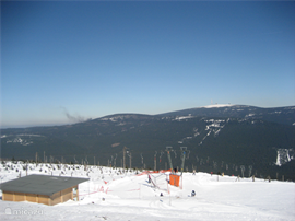 Skien op de Wurmberg met uitzicht op de Brocken.